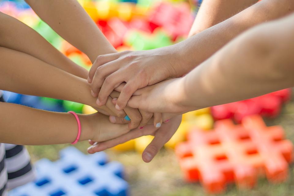 Zabawki kreatywne i sensoryczne – wsparcie wszechstronnego rozwoju dziecka